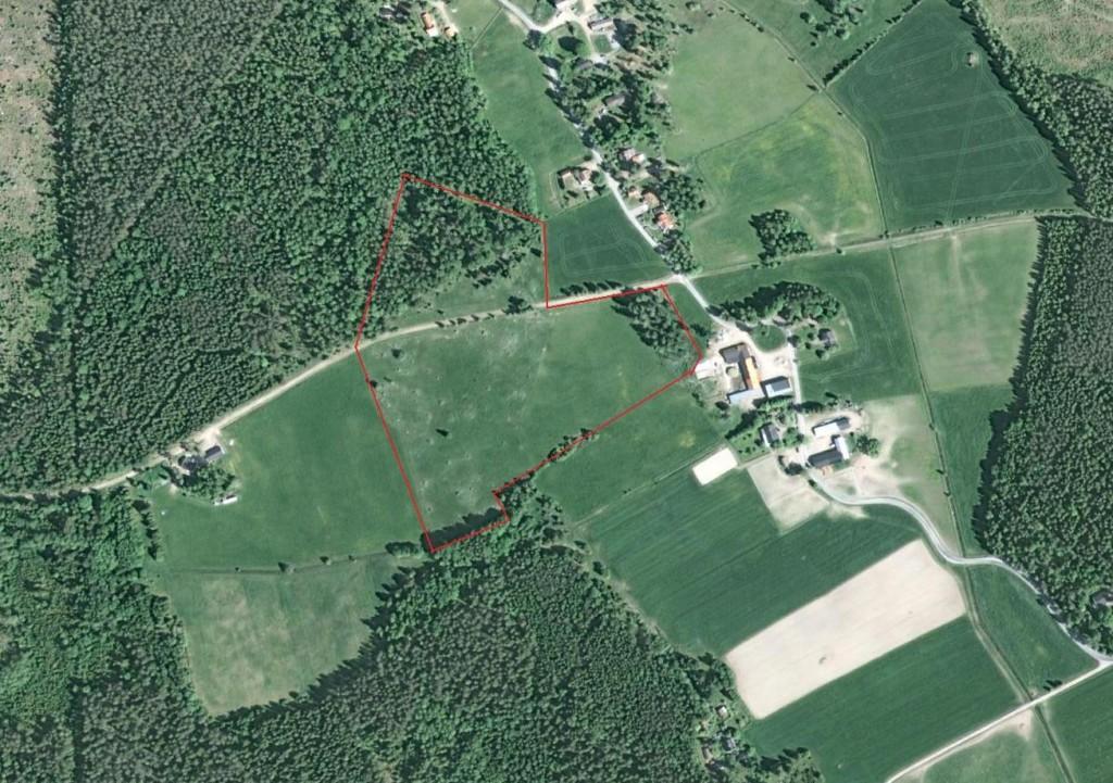 Norra och södra naturbetesmarkerna är områdena inom den röda markeringen.